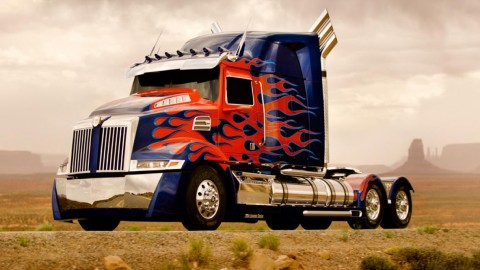 Transformers 4: Image of Optimus Prime Soars Up the Hype