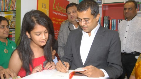 Chetan Bhagat launches liberia store in Ahmedabad