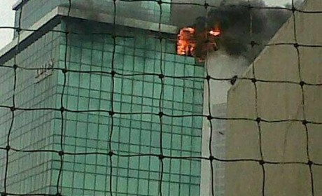 Massive fire in a Mumbai building kills 1 fireman, 6 seriously injured