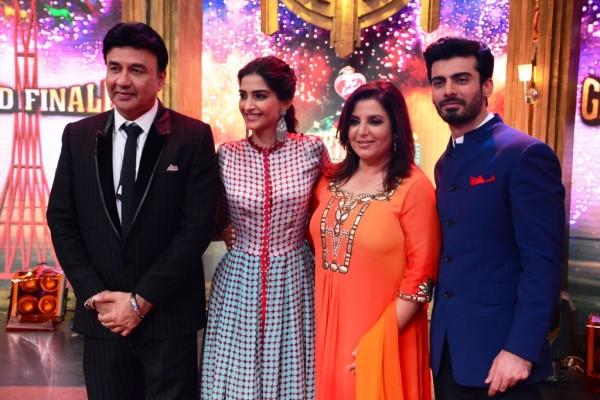 Anu-Malik-Sonam-KapoorFarah-Khan-and-Fawad-Khan-on-the-sets-of-Enterta...-600x400