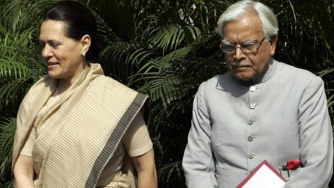Natwar Singh hits out at Gandhis