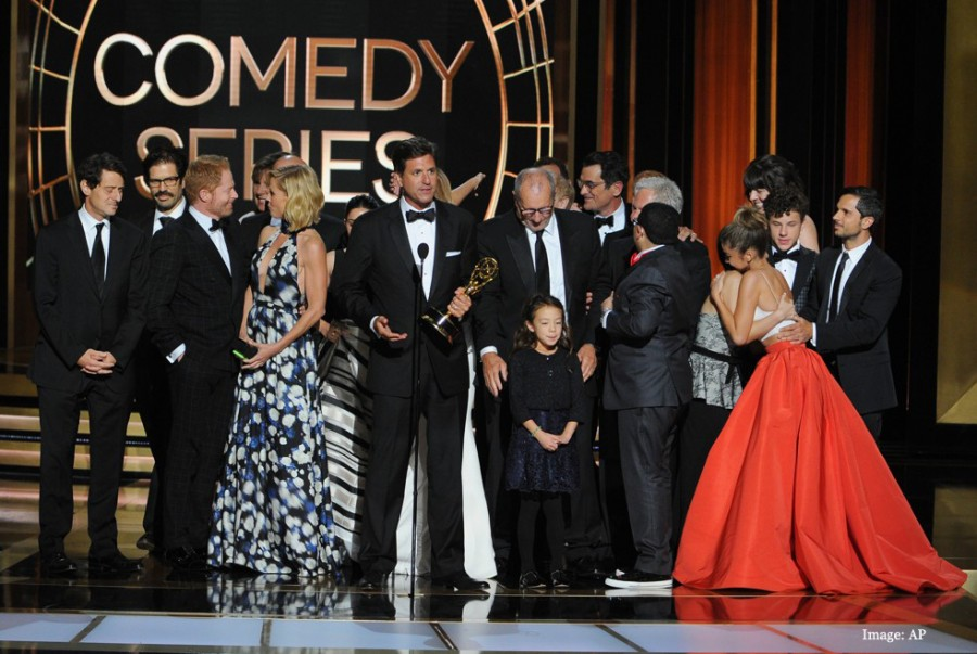 """Breaking Bad"", ""Modern Family"" big winner at Emmys"