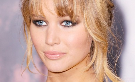 Apple iCloud Hacked and leaked private photos of Jennifer Lawrence and hundreds of other celebrities on Internet
