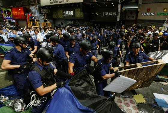 Hong Kong: Police clear protest site; student leaders arrested