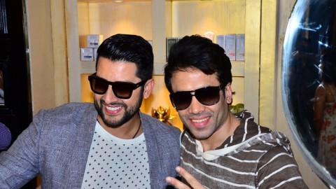 Aftab Shivdasani & Tusshar Kapoor in Jaipur!!