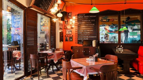 Navroze Bhonu at SodaBottleOpenerWala with Roz-Roz Navroze 18th to 21st March, 2016