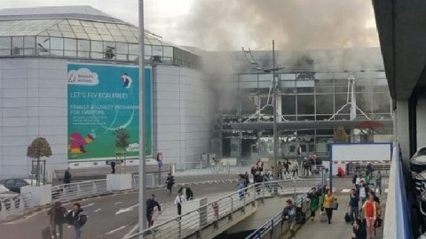 Blasts at Brussels airport, metro station; several injured.