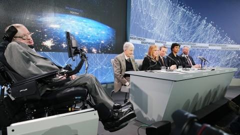 Stephen Hawking, Yuri Milner and Mark Zuckerberg announce Breakthrough Starshot probe