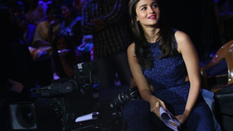 Alia promoting 'Dear Zindagii' on the dancing sets